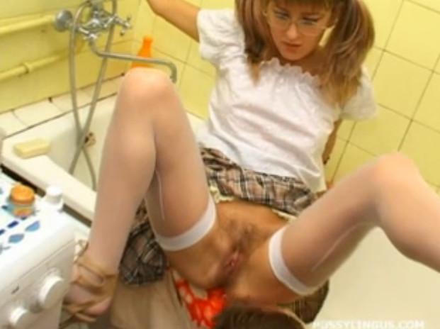Бесплатное порно отец делает куни дочке