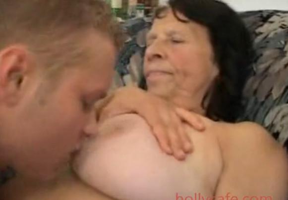 Порно скрытые бабушки с внуками