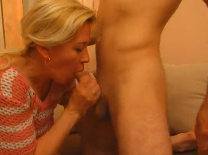 русский сын уговаривает мать на секс