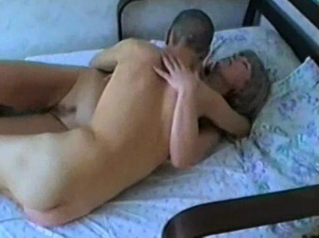 порно сын спит с мамой в одной кровати смотреть