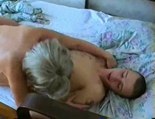 Спит с мама сыном фильм