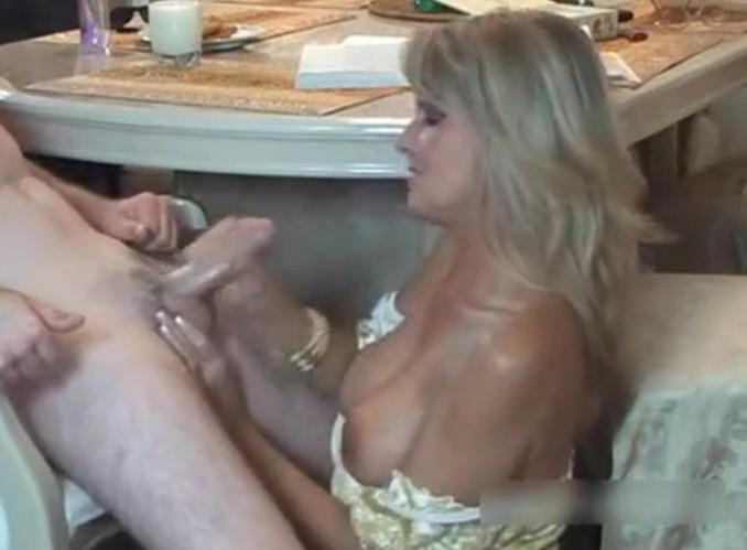 lyubitelskoe-chastnoe-video-porno-smotret