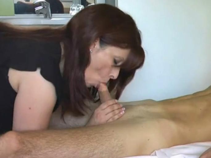 Смотреть порно в возрасте мамка с сыном 17 фотография