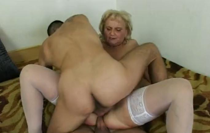 Мама занимается порнухой с сыном