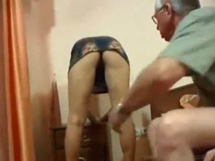 Мать согнулась а сын не сдержался секс порно