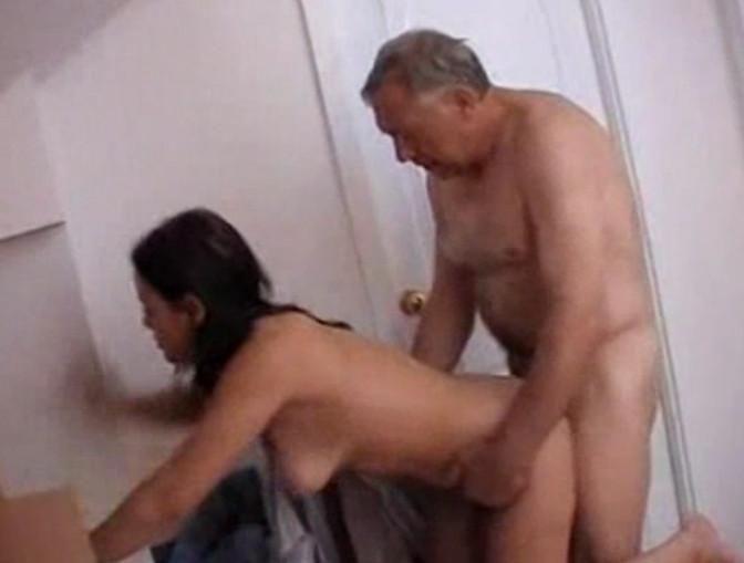 дочку трахает родной отец
