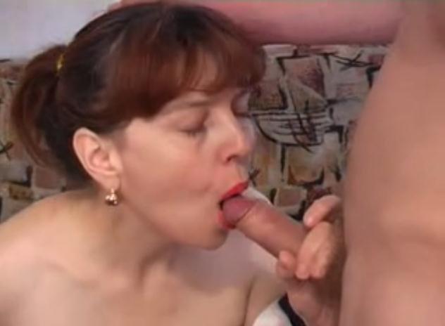 Фото сын канчает матери в рот