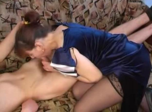 Сын трахает пьяную сиськастую мать