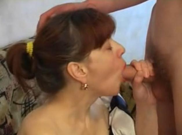 Сын кончает в рот матери