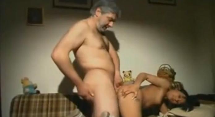 порно трахнул мать после отца
