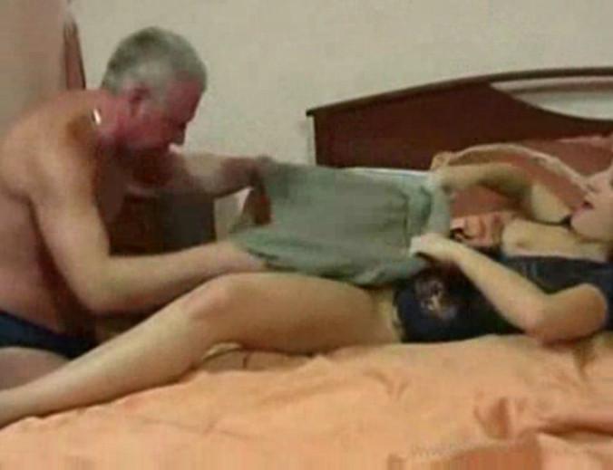 porno-video-k-pape-na-krovat