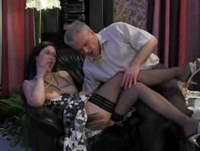 похлопал соблазнение замужней женщины порно видео есть