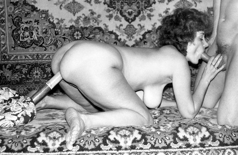 старые эротические фотографии времен ссср осторожно положил руку