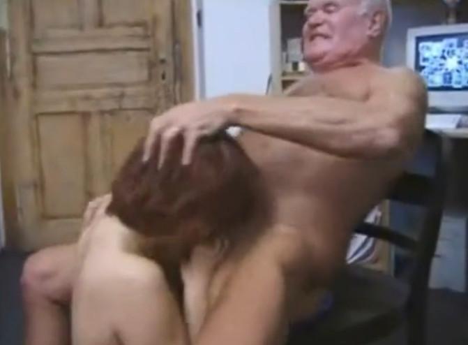 заставил дочь отсосать порно