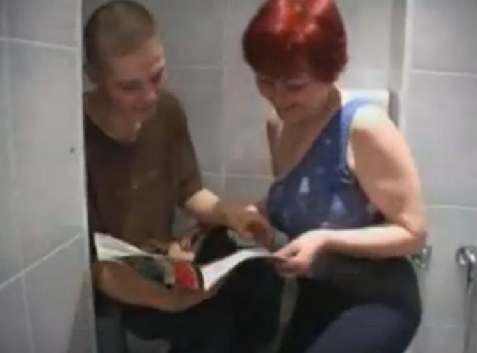 Сын Трахл Мать В Туалет