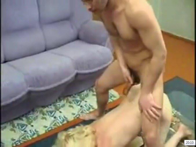 Секс одна кровать для мачехи и сына