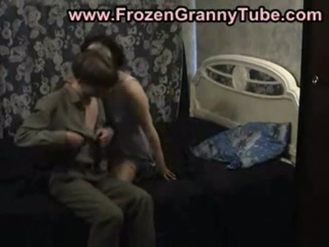 бабка домагается до внука