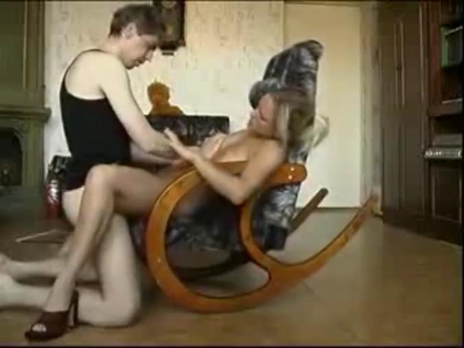 poisk-porno-na-stule
