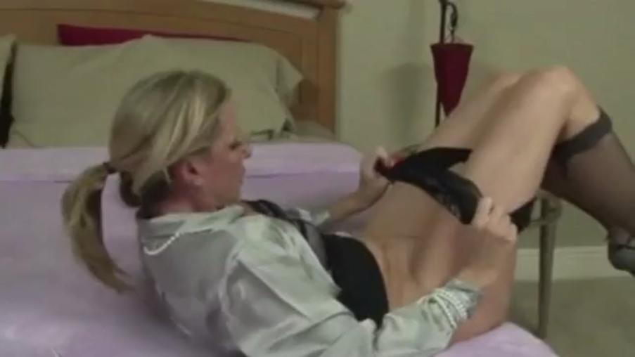 Русская мама учит трахаться своего сына 8 фотография