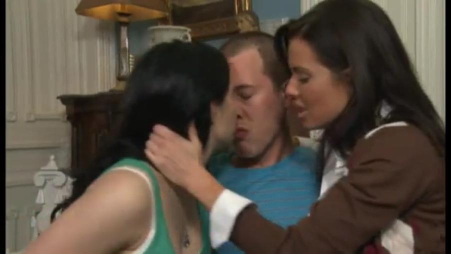 Русская мама и ее дочь занимаются сексом вместе с парнем см смотреть онлайн 10 фотография