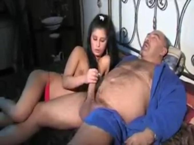 Фото малодиньких девочек с папой секс 7 фотография