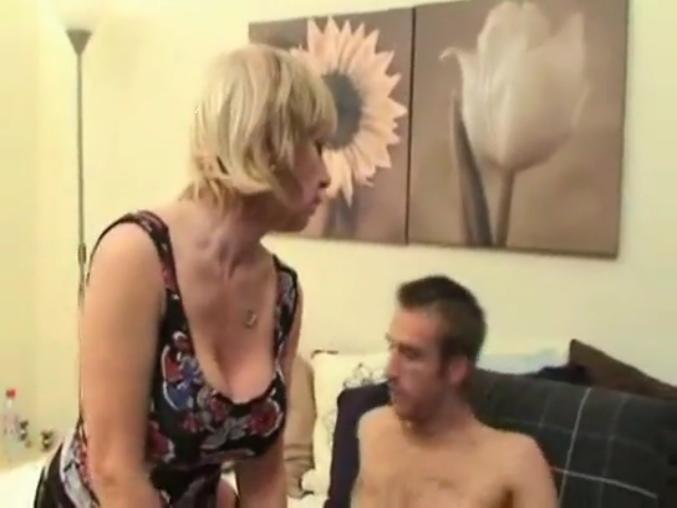 порно мама разрешила потрогать сиськи