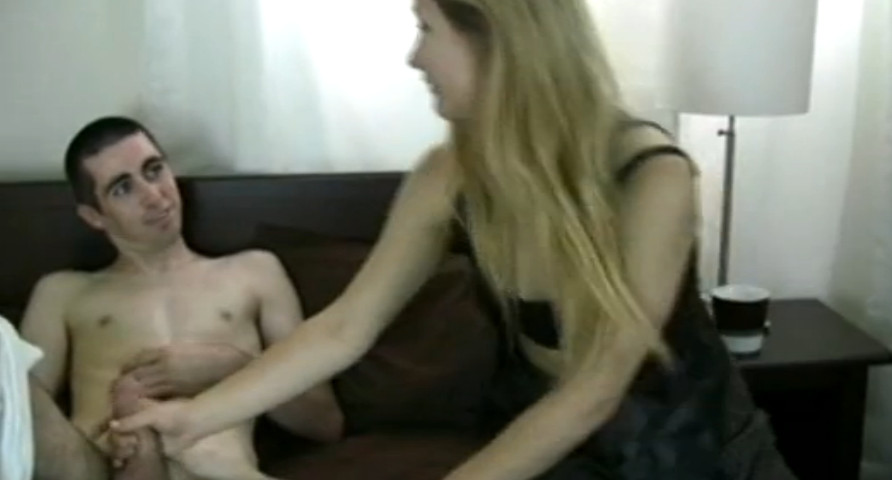 смотреть порно видео сестра застукала дрочащего брата