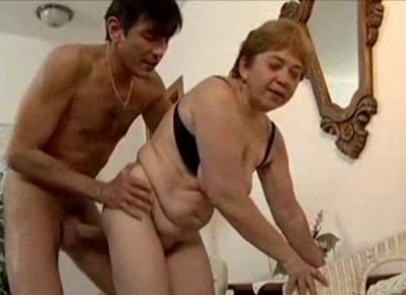 неустоял перед мамой порно