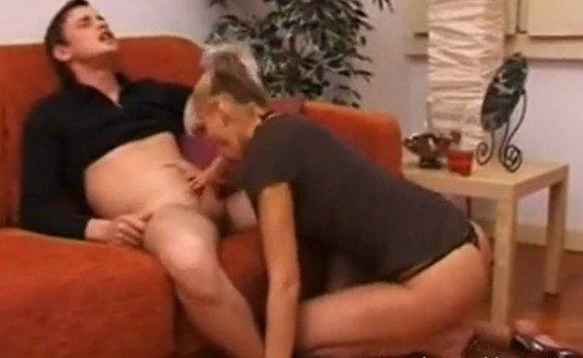 porno-zastala-za-ananizmom