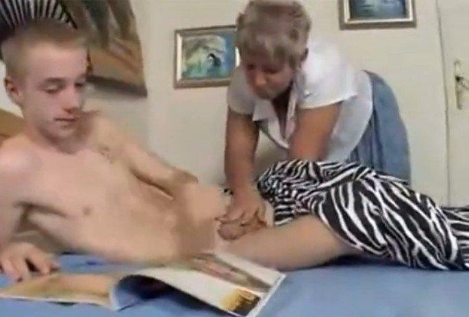 И мачеха наказала поймала за мастурбацией