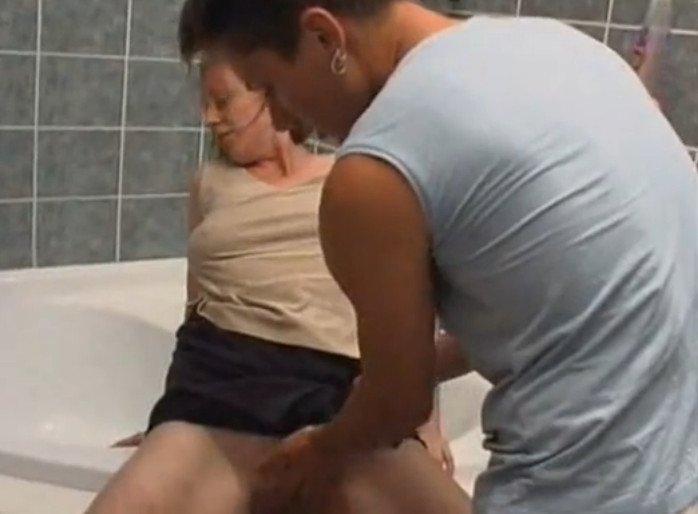 Фото инцест молоденькая мать бесплатно 1 фотография