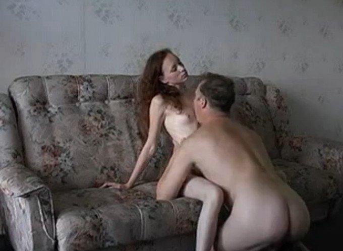 порно отец уломал дочь на секс