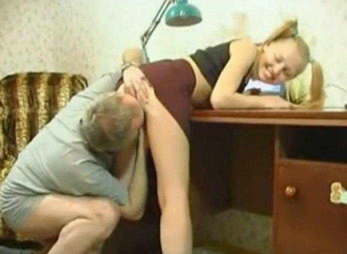 кончить папе дочка помогает
