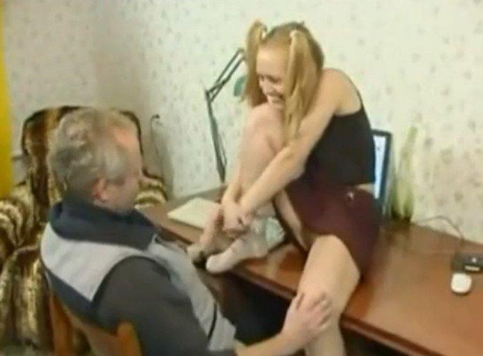 Кончив дочь отец видео в