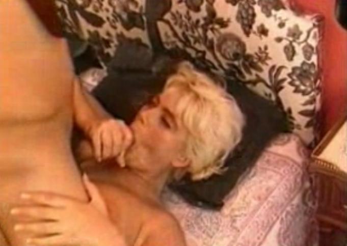 Порно мама возбудила сына