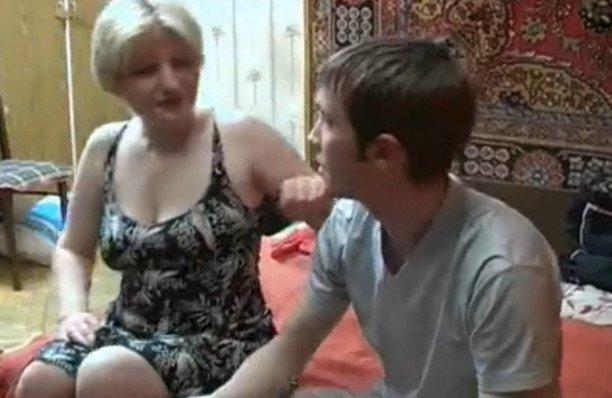 Отец бросил нас мать стала учить сына сексу порно фото